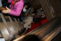 4/7 犬山城の梯子のような階段を下る
