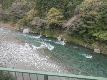 4/7 鉄橋から見える根尾川