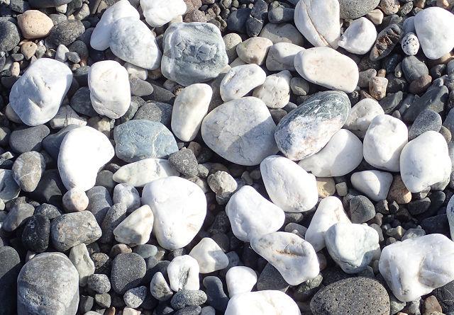 満月の白い石 by占いとか魔術とか所蔵画像