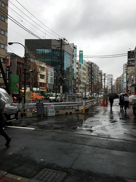春の寒の戻りで雨降りはじめた東京1@2018年4月17日 by占いとか魔術とか所蔵画像
