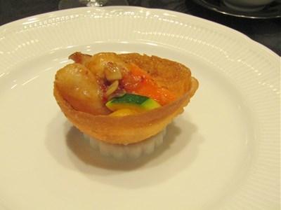 s-タラバ蟹の白身魚巻き 季節のXOソース炒め