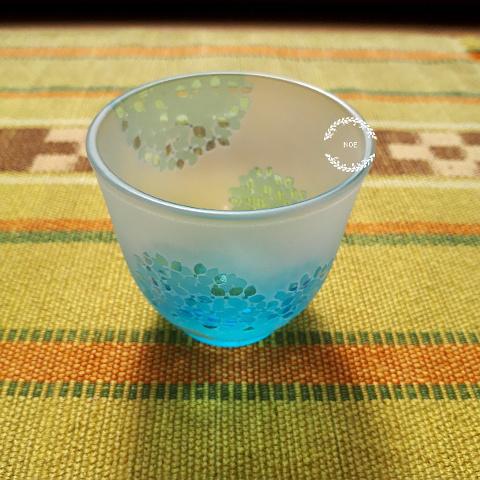 涼しい紫陽花の冷酒グラス
