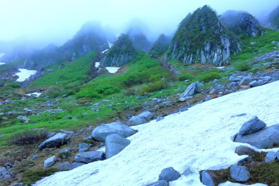 06-ガスら霞む岩峰群