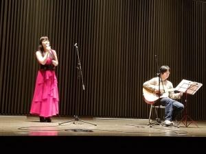 坂崎すずえ<Suzie>(ギター伴奏 方喰浩)