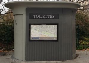 パリの無料トイレ (300x213)