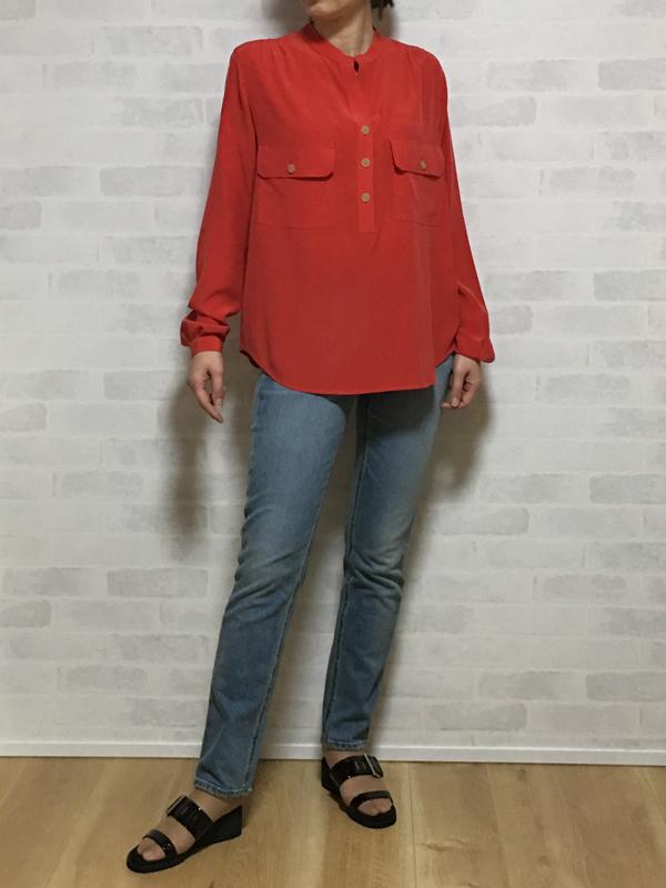 ヴィンスのシルクの赤いシャツブラウス