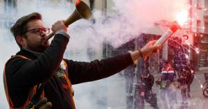 kHqpfSSt仏大統領の公共部門改革に20万人が抗議