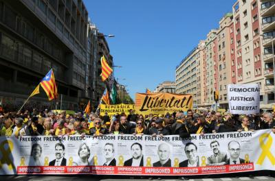 Da0haQQWkAETFe_再び大きな市民による民主主義的なデモ