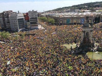 Da0hWCqX4AAc1N0再び大きな市民による民主主義的なデモ