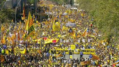Da0hXTWWAAEcADU再び大きな市民による民主主義的なデモ