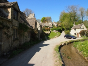 bibury_cottage_cotsworld1.jpg