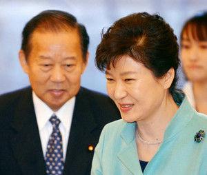 g平成27年(2015年)2月、自民党総務会長の二階俊博は、1,400人を引き連れて韓国を訪問し、2018年の平昌冬季五輪の成功に向け協力することを誓った。二階俊博が自民党の幹事長に!支那と韓国の走狗!反日