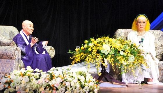 2015年7月25日、瀬戸内寂聴と美輪明宏が対談し、瀬戸内寂聴は安全保障関連法案に触れて「このままだと第2次世界大戦と同じようにひどい目に遭う」と訴えた。