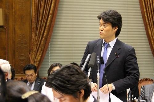 それに対して、小西は、首相を指さして「知らないとは内閣失格だ」と更に挑発!