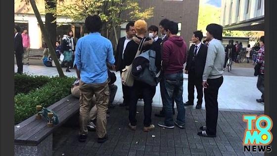 京大で、学生らが警察官を拘束