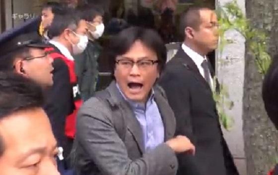 <新社会運動 春の断韓祭り in 帝都のカウンターデモに参加したしばき隊=NHKディレクターの今理織(2015年4月12日)>