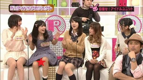 ▼パンツ丸出し頻発!NHK教育テレビ(Eテレ) 山口達也が司会を務める女子高生に対するセクハラ番組『Rの法則』▼