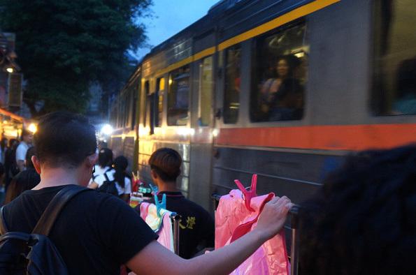 20180519 十分 列車通過 21㎝ DSC08551
