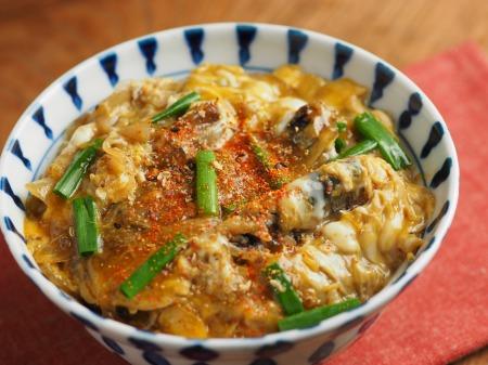 サンマ蒲焼缶詰の柳川丼012