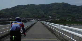 紀ノ川を渡って