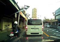 すり抜けバイク1