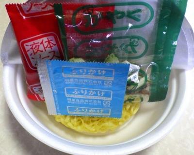 4/16発売 中華三昧PREMIUM 汁なし担々麺(内容物)
