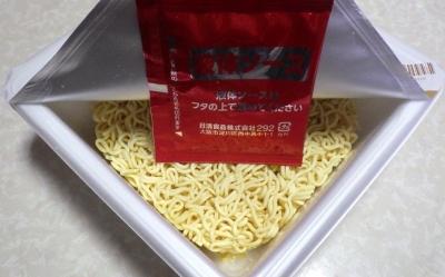 2/19発売 デカうま 油そば(内容物)
