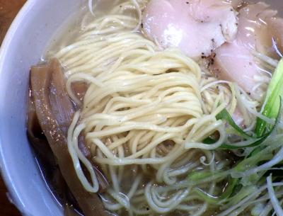 麺屋 一刃 鶏清湯ラーメン 塩(麺のアップ)