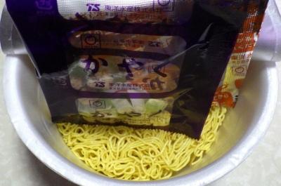 4/9発売 麺づくり トリュフ香る芳醇しょうゆ(内容物)
