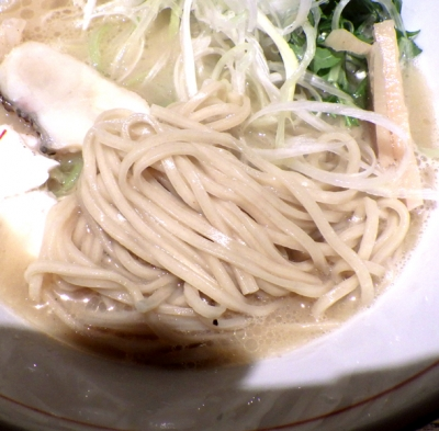 麺と心 7 鯛白湯ラーメン(麺のアップ)