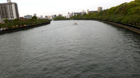 造幣局近くの川(2018年4月撮影)