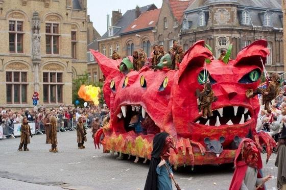 ベルギー、イーペル猫祭り