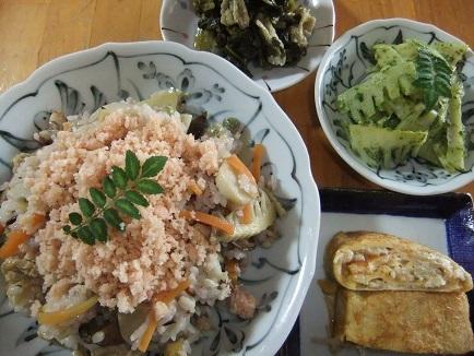 ばら寿司、卵焼き、木の芽和え