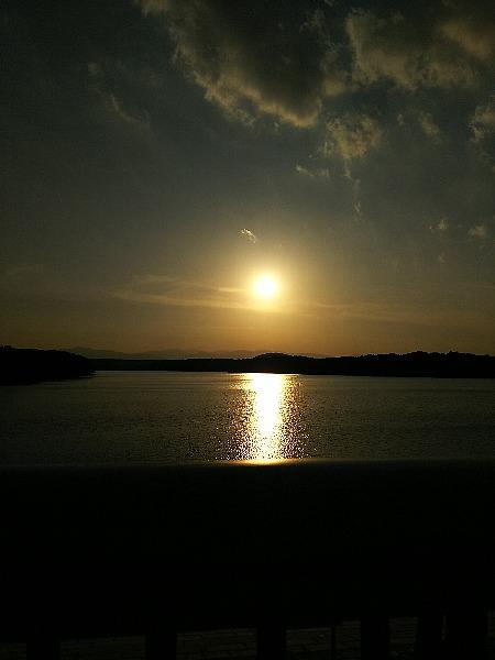 多摩湖の夕陽