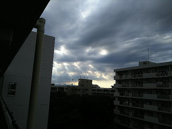 曇天天使の梯子