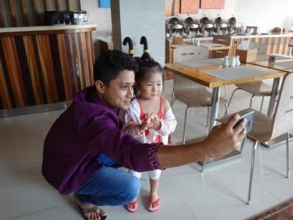 ホテルスタッフと娘(2)