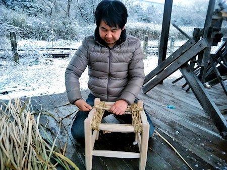 20180714-16_ラッシュ編みの椅子づくり