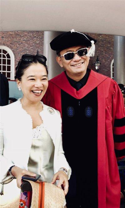 ウォン・カーウァイ監督夫妻@ハーバード大学