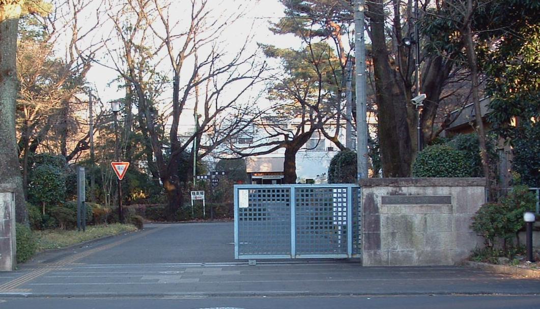 萩山正門前