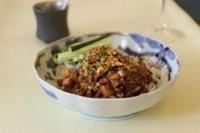 食感楽しむ 炒醤麺