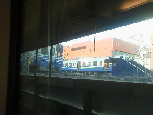 新幹線のホームに鎮座する越前鉄道