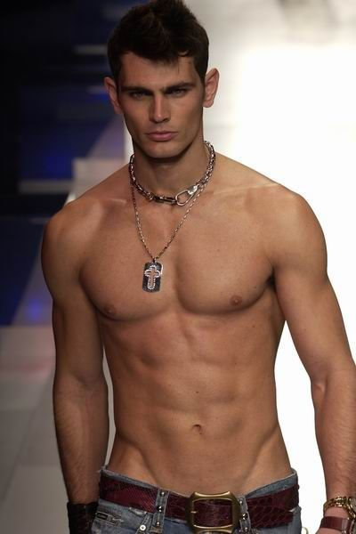5c8f58c2b9500863a2b36b7ac6204a4b--shirtless-men-young-men.jpg