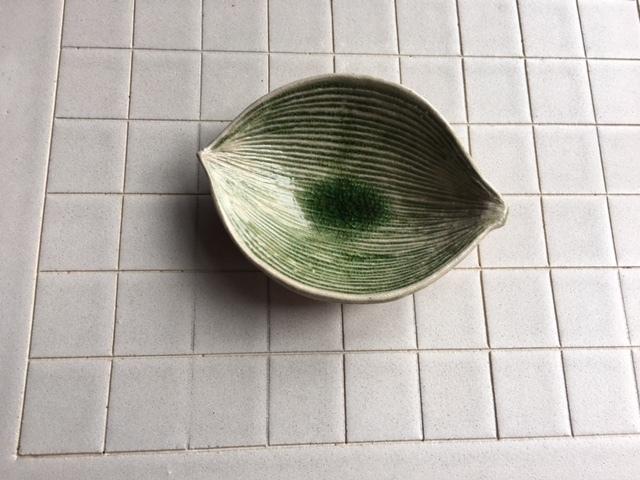 葉っぱ型の小鉢の紹介です♪