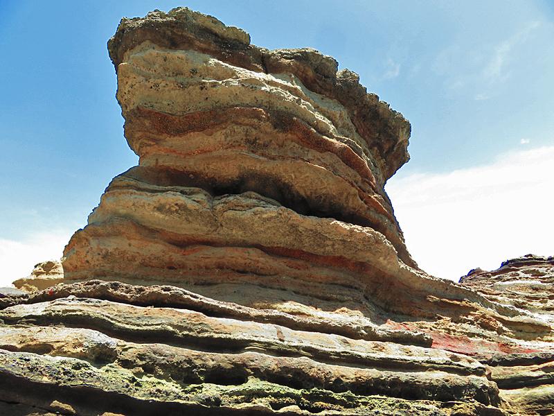 180430,観音崎の奇岩と灯台残骸2