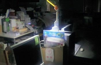 停電のためバッテリー照明点灯