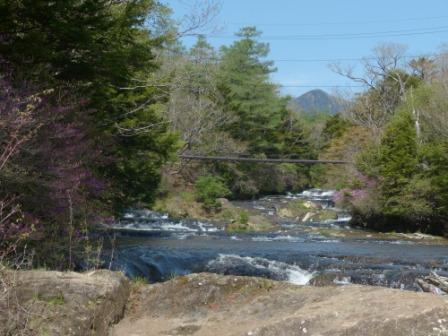 湯川の流れ 1