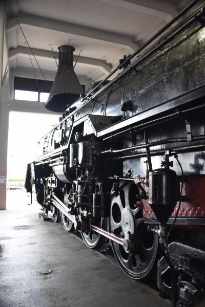 黒鉄の車体