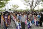 金ヶ崎 稚児行列 鹿踊り 屋外でお祓いを受けます。
