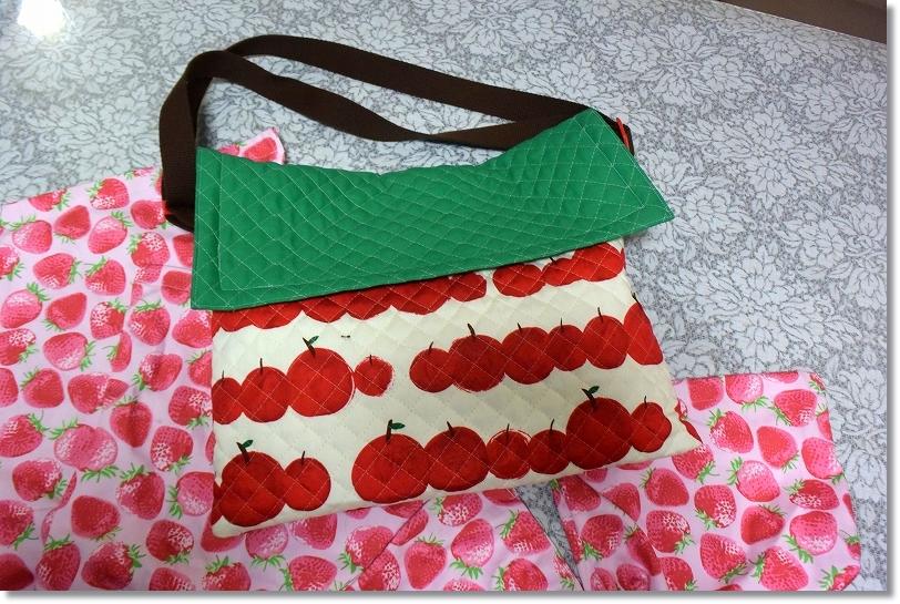 DSC_1921iイチゴ柄とリンゴ柄の袋物