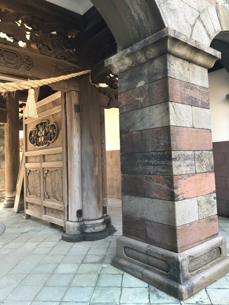 尾山神社柱
